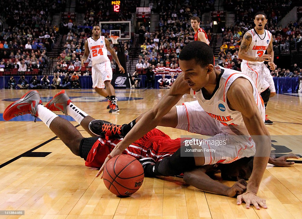 Jared Swopshire #21 of the Louisville Cardinals dives for the ball and lands on De'Mon Brooks #24 of the Davidson Wildcats in the second round of the 2012 NCAA men's basketball tournament at Rose Garden Arena on March 15, 2012 in Portland, Oregon.
