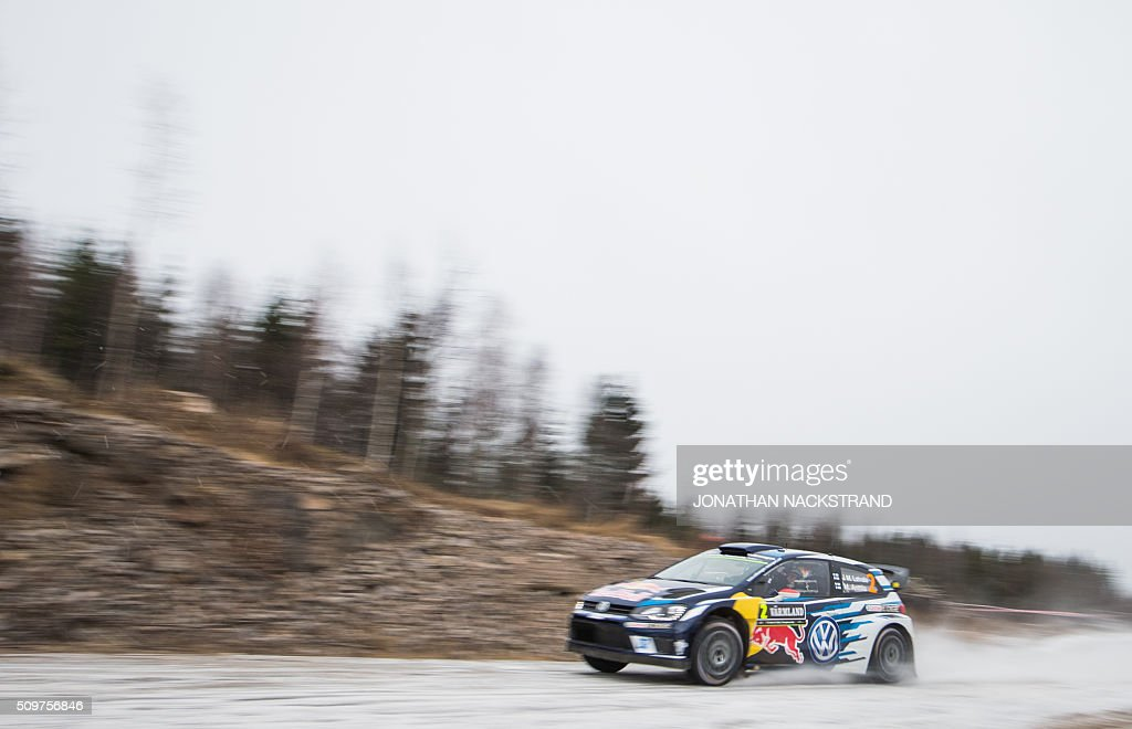Jari-Matti Latvala of Finland and his co-driver Mikka Anttila steer their Volkswagen Polo during the 2nd stage of the Rally Sweden, second round of the FIA World Rally Championship on February 12, 2016 in Torsby, Sweden. / AFP / JONATHAN NACKSTRAND