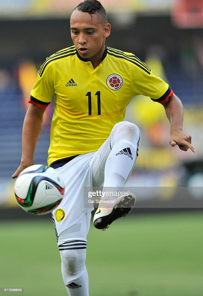 Jarlan Barrera of Colombia controls the ball during a U-23 Olympic Qualifying Playoff match between Colombia and USA at Metropolitano Roberto Melendez Stadium on March 25, 2016 in Barranquilla, Colombia.