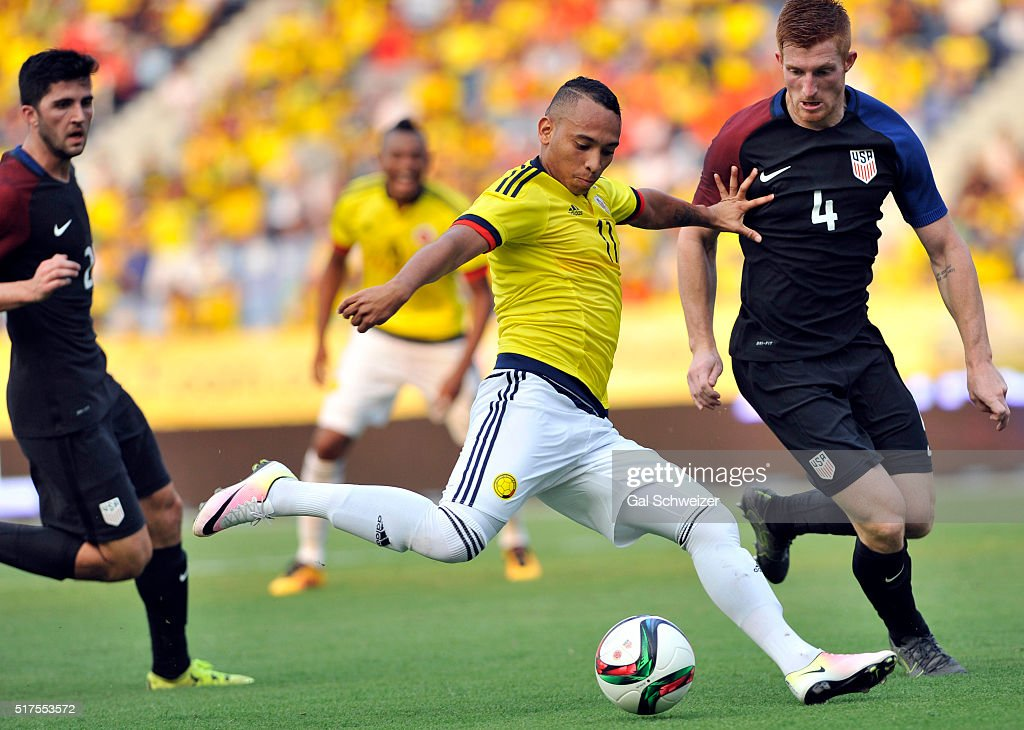 Jarlan Barrera (C) of Colombia struggles for the ball with Tim Parker (R) of US during a U-23 Olympic Qualifying Playoff match between Colombia and USA at Metropolitano Roberto Melendez Stadium on March 25, 2016 in Barranquilla, Colombia.