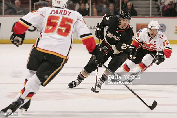 Jarome Iginla and Adam Pardy of the Calgary Flames defend against Scott Niedermayer of the Anaheim Ducks during the game on February 11 2009 at Honda...