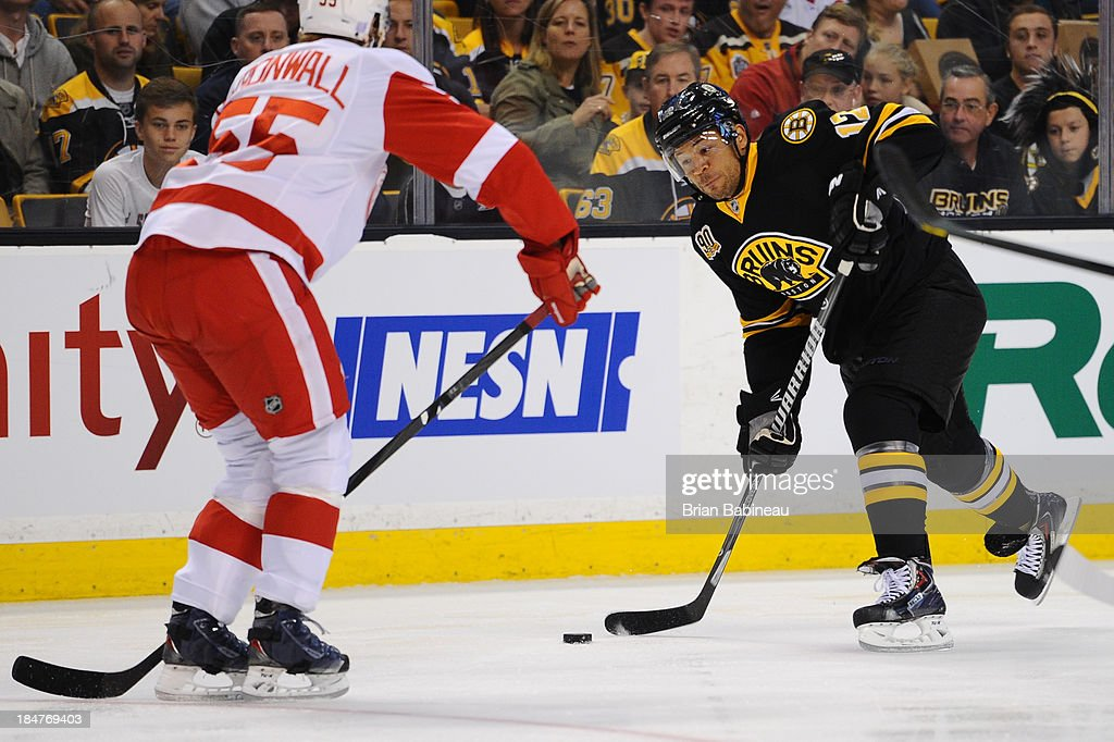 <a gi-track='captionPersonalityLinkClicked' href=/galleries/search?phrase=Jarome+Iginla&family=editorial&specificpeople=201792 ng-click='$event.stopPropagation()'>Jarome Iginla</a> #12 of the Boston Bruins shoots the puck against the Detroit Red Wings at the TD Garden on October 14, 2013 in Boston, Massachusetts.