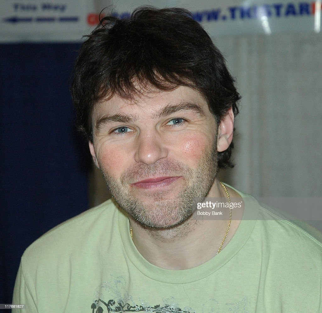 <a gi-track='captionPersonalityLinkClicked' href=/galleries/search?phrase=Jaromir+Jagr&family=editorial&specificpeople=201633 ng-click='$event.stopPropagation()'>Jaromir Jagr</a> during New York Sports Collectors Show - December 3, 2006 at Meadowlands Expo in Secaucus, New Jersey, United States.