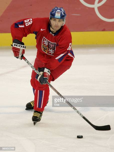 Jaromir Jagr of Czech Republic controls the puck during the semi final of the men's ice hockey match between Sweden and Czech Republic during Day 14...