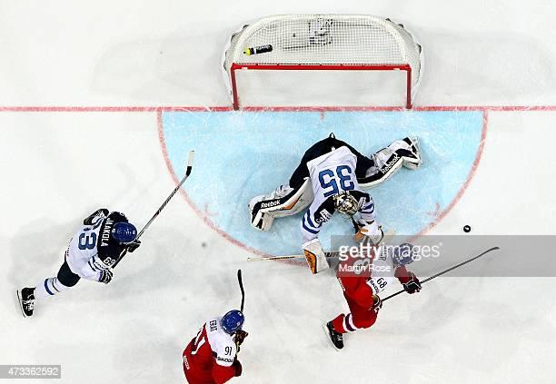 Jaromir Jagr of Czech Republic scores his team's equalizing goal during the IIHF World Championship quarter final match between Finland and Czech...