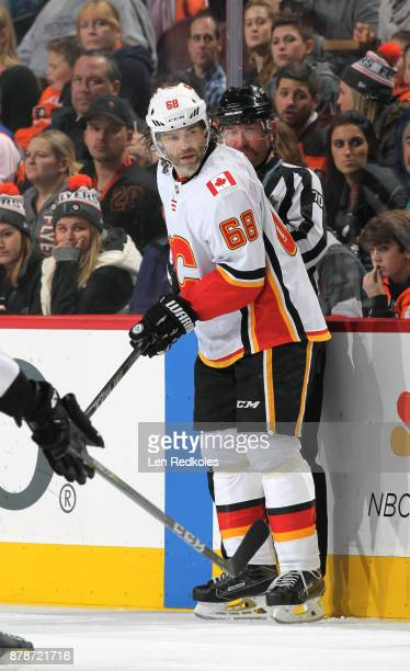 Jaromir Jagr of the Calgary Flames watches the play at the far end of the rink against the Philadelphia Flyers on November 18 2017 at the Wells Fargo...