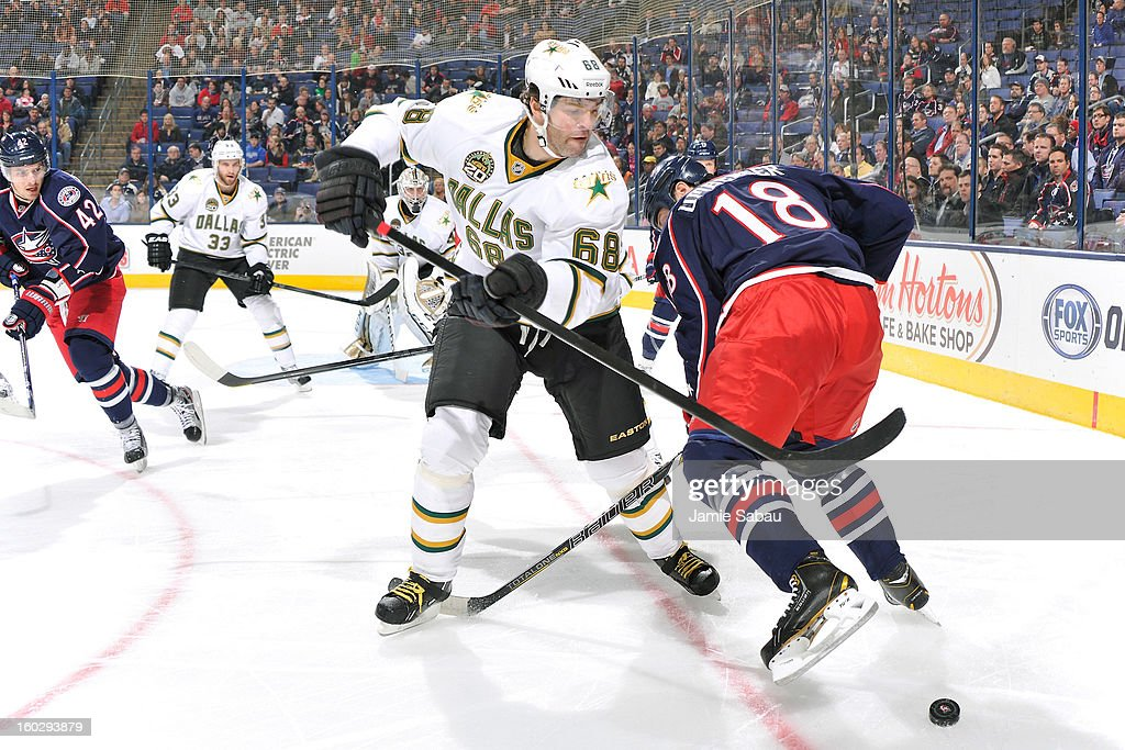 Jaromir Jagr #68 of the Dallas Stars battles for control of the puck with R.J. Umberger #18 of the Columbus Blue Jackets in the first period on January 28, 2013 at Nationwide Arena in Columbus, Ohio.