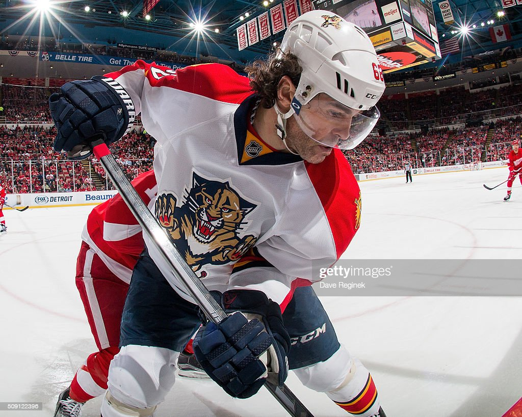 Jaromir Jagr #68 of the Florida Panthers battles in the corner during an NHL game against the Detroit Red Wings at Joe Louis Arena on February 8, 2016 in Detroit, Michigan.