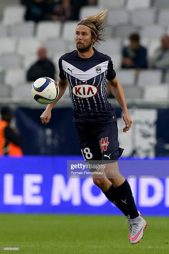 <a gi-track='captionPersonalityLinkClicked' href=/galleries/search?phrase=Jaroslav+Plasil&family=editorial&specificpeople=548133 ng-click='$event.stopPropagation()'>Jaroslav Plasil</a> for FC Girondins de Bordeaux controls the ball during the French Ligue 1 game between FC Girondins de Bordeaux and Montpellier Herault SC at Stade Matmut Atlantique on October 18, 2015 in Bordeaux, France.