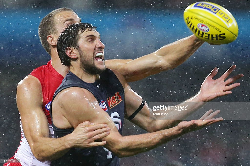 <a gi-track='captionPersonalityLinkClicked' href=/galleries/search?phrase=Jarrad+Waite&family=editorial&specificpeople=224526 ng-click='$event.stopPropagation()'>Jarrad Waite</a> of the Blues is challenged by Ted Richards of the Swans during the round 14 AFL match between the Sydney Swans and the Carlton Blues at SCG on June 28, 2013 in Sydney, Australia.