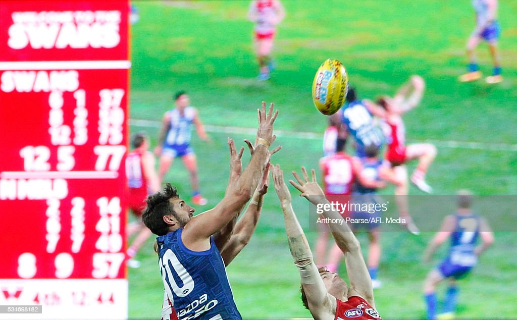 <a gi-track='captionPersonalityLinkClicked' href=/galleries/search?phrase=Jarrad+Waite&family=editorial&specificpeople=224526 ng-click='$event.stopPropagation()'>Jarrad Waite</a> of the Roos attempts a mark during the 2016 AFL Round 10 match between the Sydney Swans and the North Melbourne Kangaroos at the Sydney Cricket Ground on May 27, 2016 in Sydney, Australia.