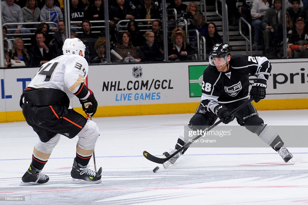 <a gi-track='captionPersonalityLinkClicked' href=/galleries/search?phrase=Jarret+Stoll&family=editorial&specificpeople=204632 ng-click='$event.stopPropagation()'>Jarret Stoll</a> #28 of the Los Angeles Kings skates with the puck against <a gi-track='captionPersonalityLinkClicked' href=/galleries/search?phrase=Daniel+Winnik&family=editorial&specificpeople=2529214 ng-click='$event.stopPropagation()'>Daniel Winnik</a> #34 of the Anaheim Ducks at Staples Center on April 13, 2013 in Los Angeles, California.