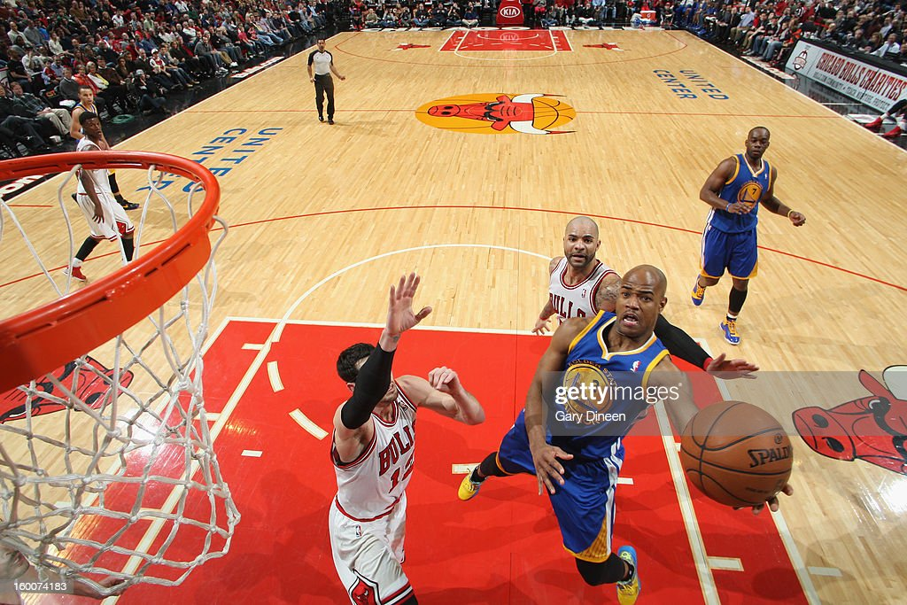Jarrett Jack #2 of the Golden State Warriors shoots against (L-R) Kirk Hinrich #12 and Carlos Delfino #5 of the Chicago Bulls on January 25, 2012 at the United Center in Chicago, Illinois.