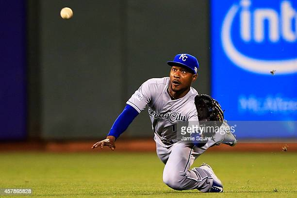 Jarrod Dyson of the Kansas City Royals makes a diving catch on a ball hit Juan Perez of the San Francisco Giants in the fifth inning during Game Four...