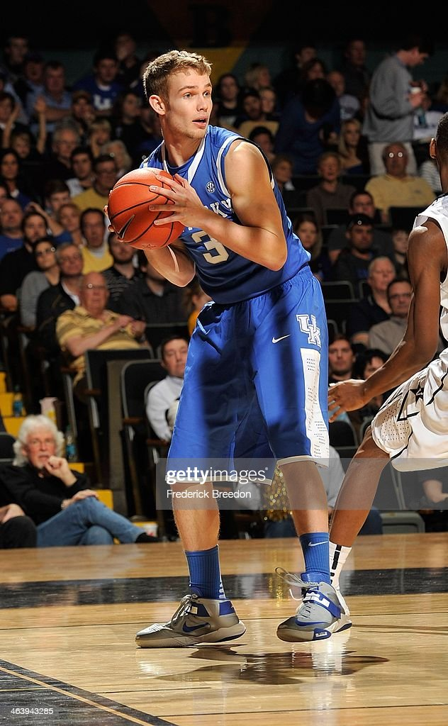 Jarrod Polson #3 of the Kentucky Wildcats plays against the Vanderbilt Commodores at Memorial Gym on January 11, 2014 in Nashville, Tennessee.