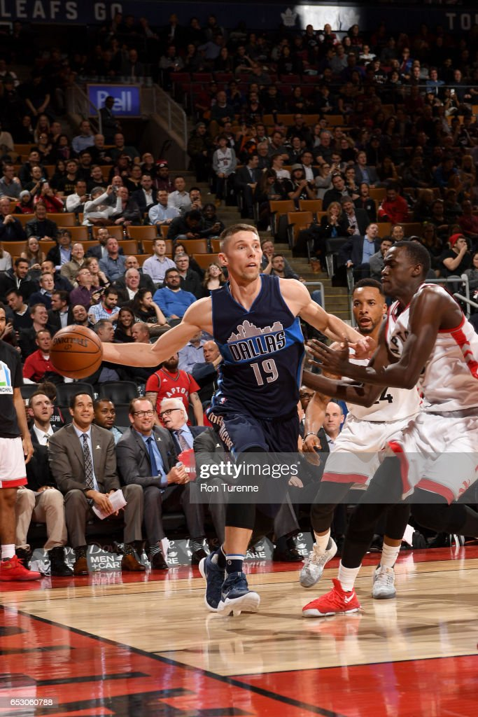 Jarrod Uthoff #19 of the Dallas Mavericks passes the ball against the Toronto Raptors on March 13, 2017 at the Air Canada Centre in Toronto, Ontario, Canada.