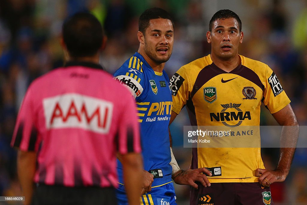 <a gi-track='captionPersonalityLinkClicked' href=/galleries/search?phrase=Jarryd+Hayne&family=editorial&specificpeople=563352 ng-click='$event.stopPropagation()'>Jarryd Hayne</a> of the Eels and <a gi-track='captionPersonalityLinkClicked' href=/galleries/search?phrase=Justin+Hodges&family=editorial&specificpeople=215321 ng-click='$event.stopPropagation()'>Justin Hodges</a> of the Broncos look at the referee after a fight during the round nine NRL match between the Parramatta Eels and the Brisbane Broncos at Parramatta Stadium on May 11, 2013 in Sydney, Australia.