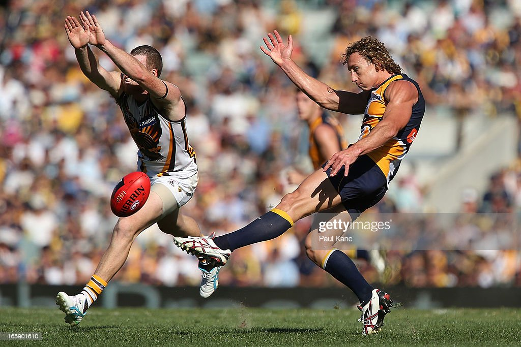 <a gi-track='captionPersonalityLinkClicked' href=/galleries/search?phrase=Jarryd+Roughead&family=editorial&specificpeople=227104 ng-click='$event.stopPropagation()'>Jarryd Roughead</a> of the Hawks attempts to smother the kick by <a gi-track='captionPersonalityLinkClicked' href=/galleries/search?phrase=Matt+Priddis&family=editorial&specificpeople=4155904 ng-click='$event.stopPropagation()'>Matt Priddis</a> of the Eagles during the round two AFL match between the West Coast Eagles and the Hawthorn Hawks at Patersons Stadium on April 7, 2013 in Perth, Australia.