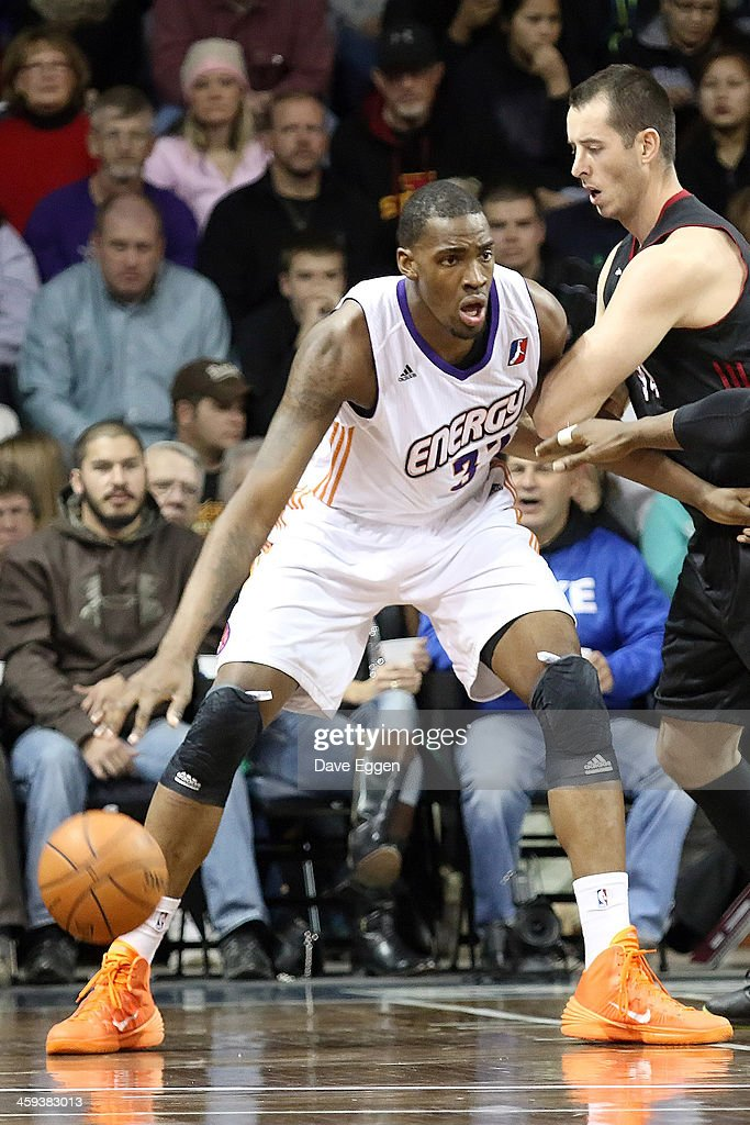 Jarvis Varnado from the Iowa Energy backs down against Chris Ayer and Henry Walker from the Sioux Falls Skyforce in the first half of their NBA...