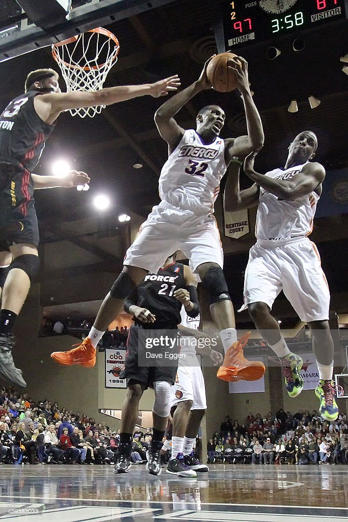 Jarvis Varnado from the Iowa Energy pulls down a rebound in front of Justin Hamilton from the Sioux Falls Skyforce in the first half of their NBA...