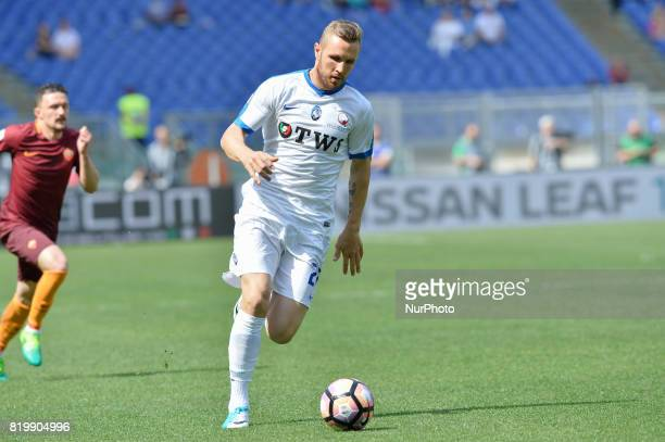 Jasmin Kurtic during the Italian Serie A football match between AS Roma and AC Atalanta at the Olympic Stadium in Rome on april 15 2017