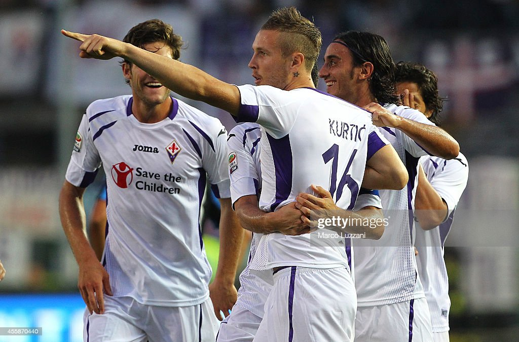 <a gi-track='captionPersonalityLinkClicked' href=/galleries/search?phrase=Jasmin+Kurtic&family=editorial&specificpeople=7418994 ng-click='$event.stopPropagation()'>Jasmin Kurtic</a> of ACF Fiorentina celebrates with his team-mates after scoring the opening goal during the Serie A match between Atalanta BC and ACF Fiorentina at Stadio Atleti Azzurri d'Italia on September 21, 2014 in Bergamo, Italy.