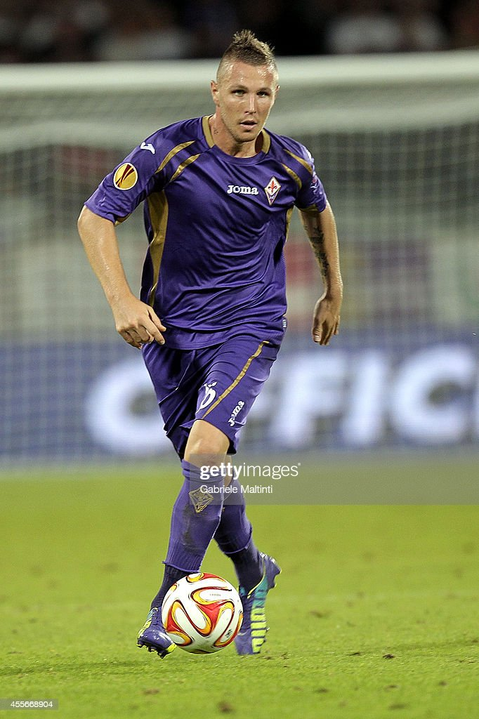 <a gi-track='captionPersonalityLinkClicked' href=/galleries/search?phrase=Jasmin+Kurtic&family=editorial&specificpeople=7418994 ng-click='$event.stopPropagation()'>Jasmin Kurtic</a> of ACF Fiorentina in action during the UEFA Europa League group K match between ACF Fiorentina and EA Guingamp at Stadio Artemio Franchi on September 18, 2014 in Florence, Italy.