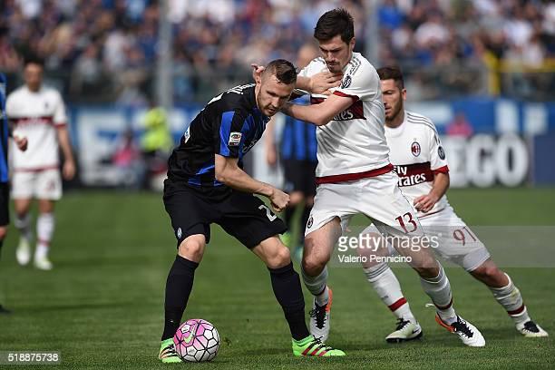 Jasmin Kurtic of Atalanta BC competes with Alessio Romagnoli of AC Milan during the Serie A match between Atalanta BC and AC Milan at Stadio Atleti...
