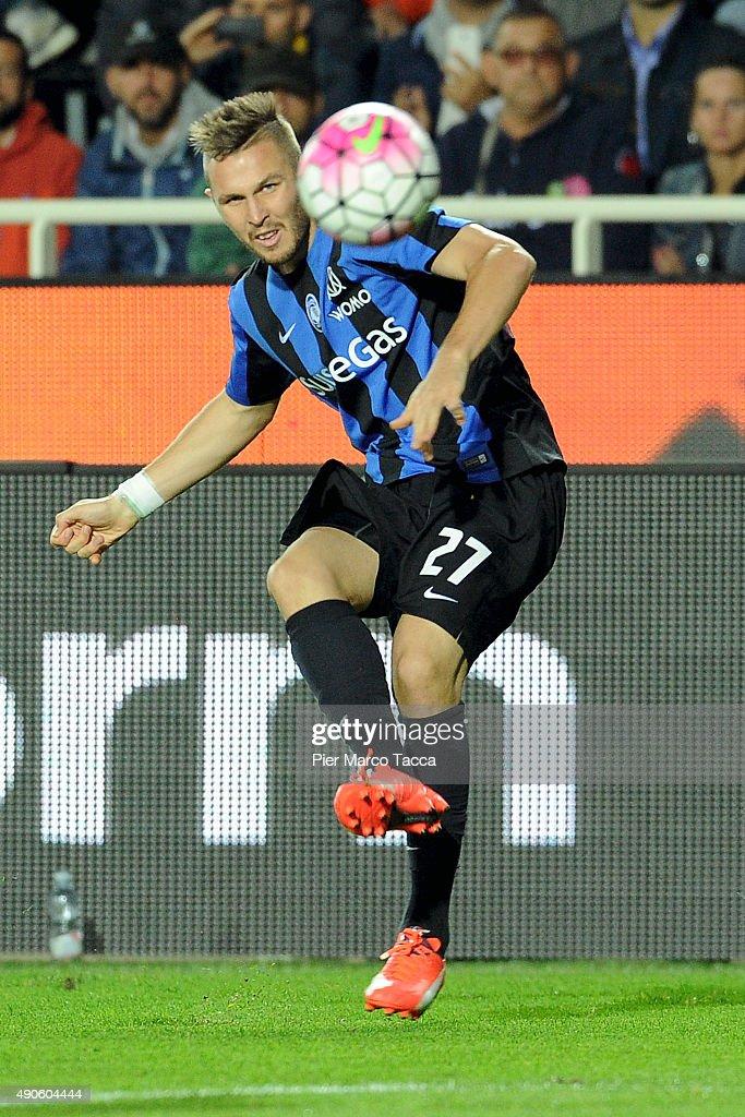 Jasmin Kurtic of Atalanta BC in action during the Serie A match between Atalanta BC and UC Sampdoria at Stadio Atleti Azzurri d'Italia on September...