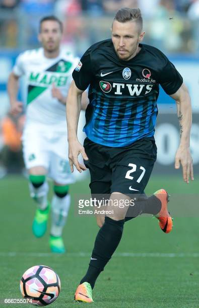 Jasmin Kurtic of Atalanta BC in action during the Serie A match between Atalanta BC and US Sassuolo at Stadio Atleti Azzurri d'Italia on April 8 2017...