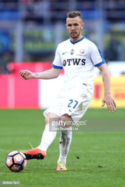 Jasmin Kurtic of Atalanta BC in action during the Serie A match between FC Internazionale and Atalanta BC at Stadio Giuseppe Meazza on March 12 2017...