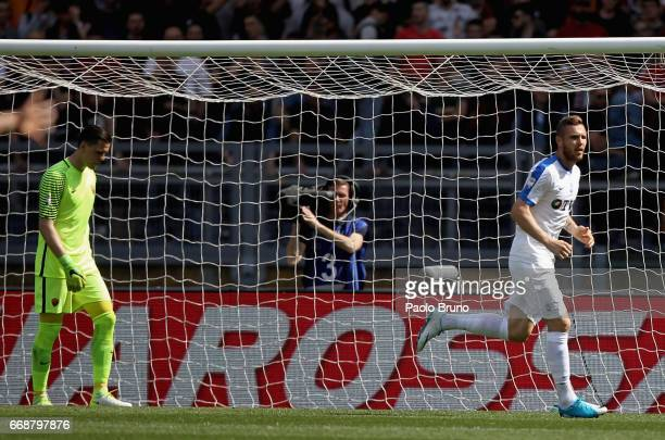 Jasmin Kurtic of Atalanta BC scores the opening goal during the Serie A match between AS Roma and Atalanta BC at Stadio Olimpico on April 15 2017 in...