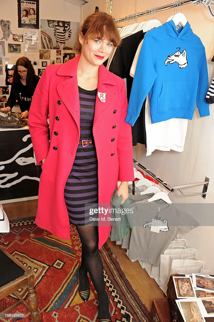 <a gi-track='captionPersonalityLinkClicked' href=/galleries/search?phrase=Jasmine+Guinness&family=editorial&specificpeople=206419 ng-click='$event.stopPropagation()'>Jasmine Guinness</a> attends the launch of the Bella Freud pop-up boutique at Bicester Village on November 15, 2012 in Bicester, England.