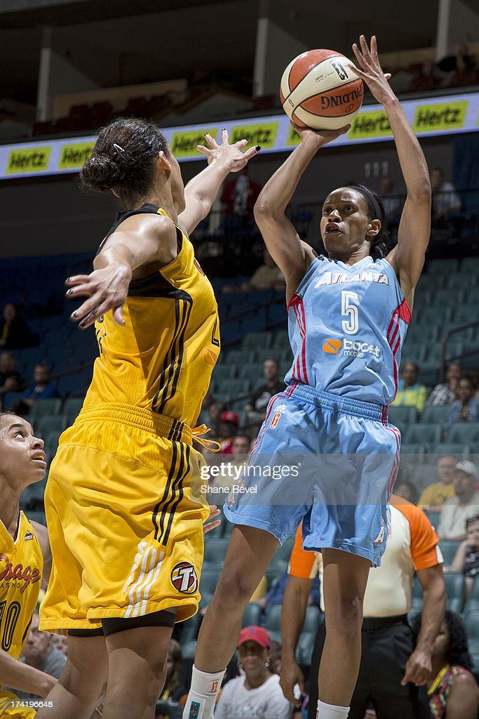Jasmine Thomas #5 of the Atlanta Dream shoots against <a gi-track='captionPersonalityLinkClicked' href=/galleries/search?phrase=Nicole+Powell&family=editorial&specificpeople=217548 ng-click='$event.stopPropagation()'>Nicole Powell</a> #28 of the Tulsa Shock during the WNBA game on July 21, 2013 at the BOK Center in Tulsa, Oklahoma.