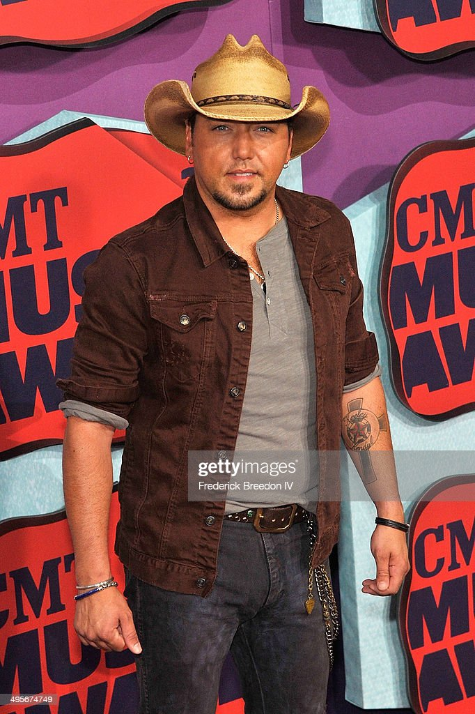 <a gi-track='captionPersonalityLinkClicked' href=/galleries/search?phrase=Jason+Aldean&family=editorial&specificpeople=619221 ng-click='$event.stopPropagation()'>Jason Aldean</a> arrives at the 2014 CMT Music awards at the Bridgestone Arena on June 4, 2014 in Nashville, Tennessee.