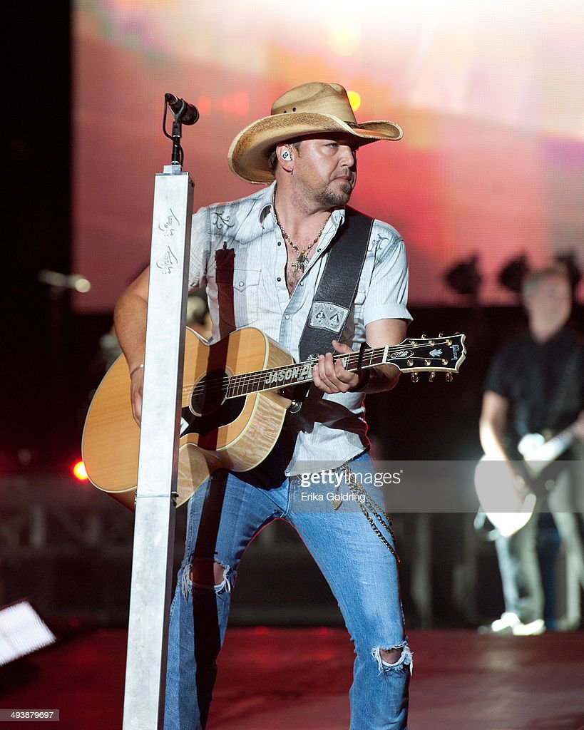 Jason Aldean performs during 2014 Bayou Country Superfest at LSU Tiger Stadium on May 25, 2014 in Baton Rouge, Louisiana.