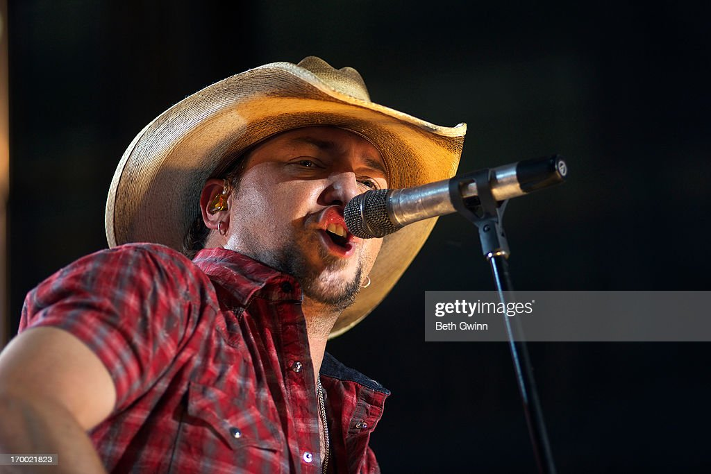 <a gi-track='captionPersonalityLinkClicked' href=/galleries/search?phrase=Jason+Aldean&family=editorial&specificpeople=619221 ng-click='$event.stopPropagation()'>Jason Aldean</a> performs during the 2013 CMT Music awards at the Bridgestone Arena on June 5, 2013 in Nashville, Tennessee.