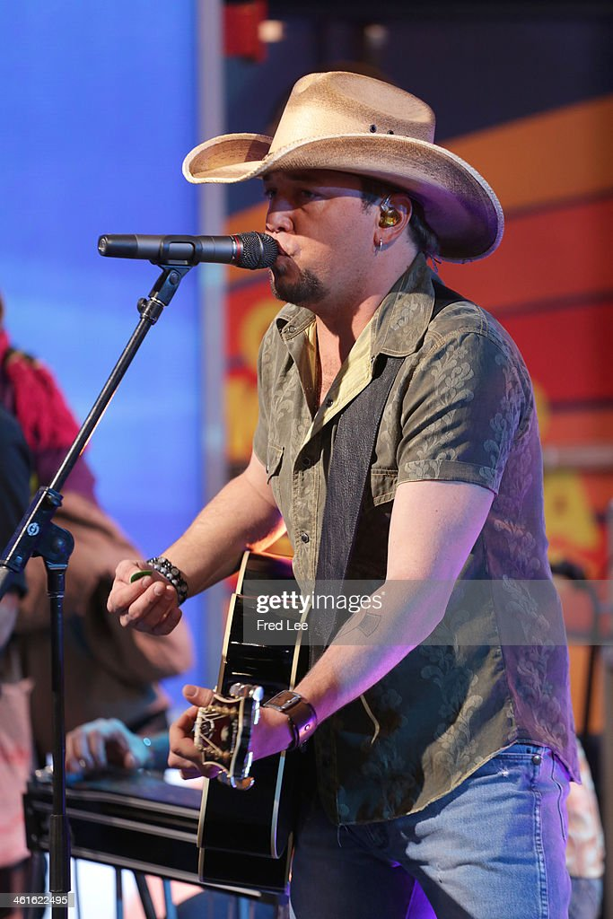 AMERICA - Jason Aldean performs live on 'Good Morning America,' 1/9/14, airing on the ABC Television Network. (Photo by Fred Lee/ABC via Getty Images) JASON