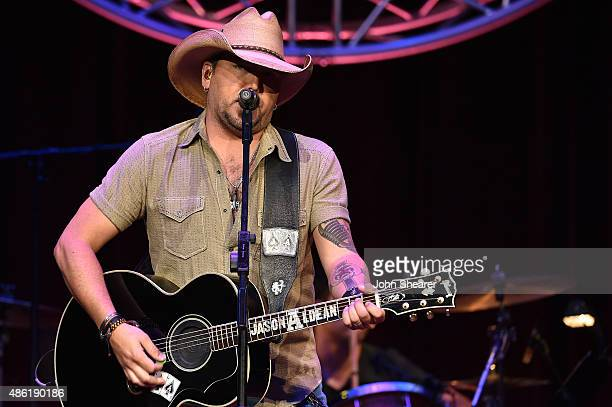 Jason Aldean performs onstage during the 9th Annual ACM Honors at the Ryman Auditorium on September 1 2015 in Nashville Tennessee