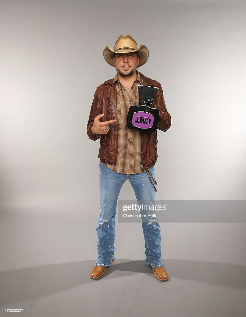 <a gi-track='captionPersonalityLinkClicked' href=/galleries/search?phrase=Jason+Aldean&family=editorial&specificpeople=619221 ng-click='$event.stopPropagation()'>Jason Aldean</a> poses with his award at the Wonderwall portrait studio during the 2013 CMT Music Awards at Bridgestone Arena on June 5, 2013 in Nashville, Tennessee.