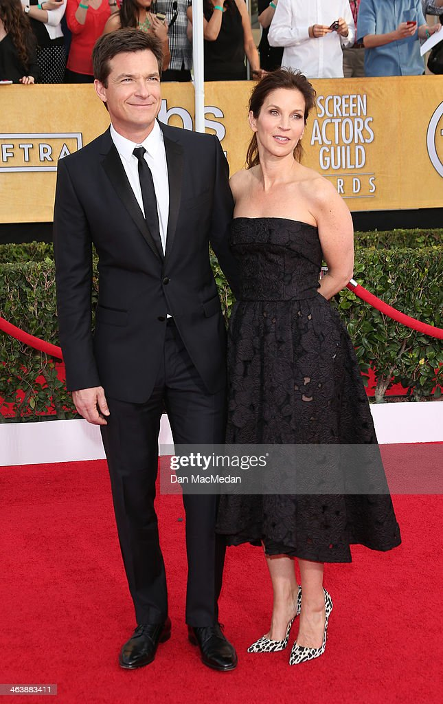 Jason Bateman (L) and Amanda Anka arrive at the 20th Annual Screen Actors Guild Awards at the Shrine Auditorium on January 18, 2014 in Los Angeles, California.