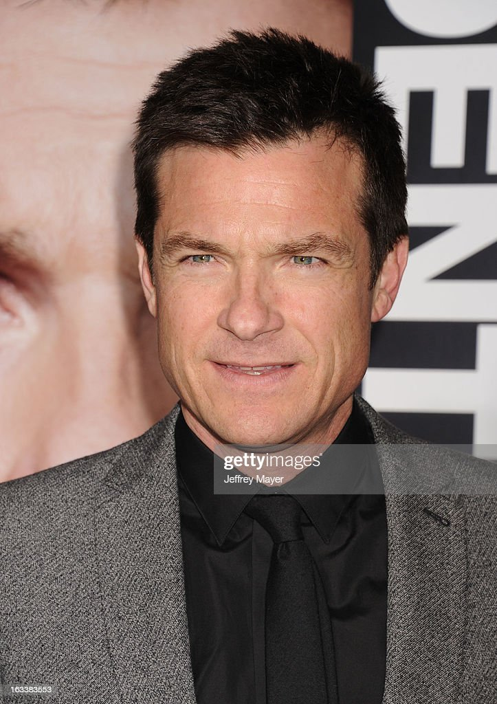 <a gi-track='captionPersonalityLinkClicked' href=/galleries/search?phrase=Jason+Bateman&family=editorial&specificpeople=204774 ng-click='$event.stopPropagation()'>Jason Bateman</a> arrives at the 'Identity Thief' Los Angeles premiere at Mann Village Theatre on February 4, 2013 in Westwood, California.