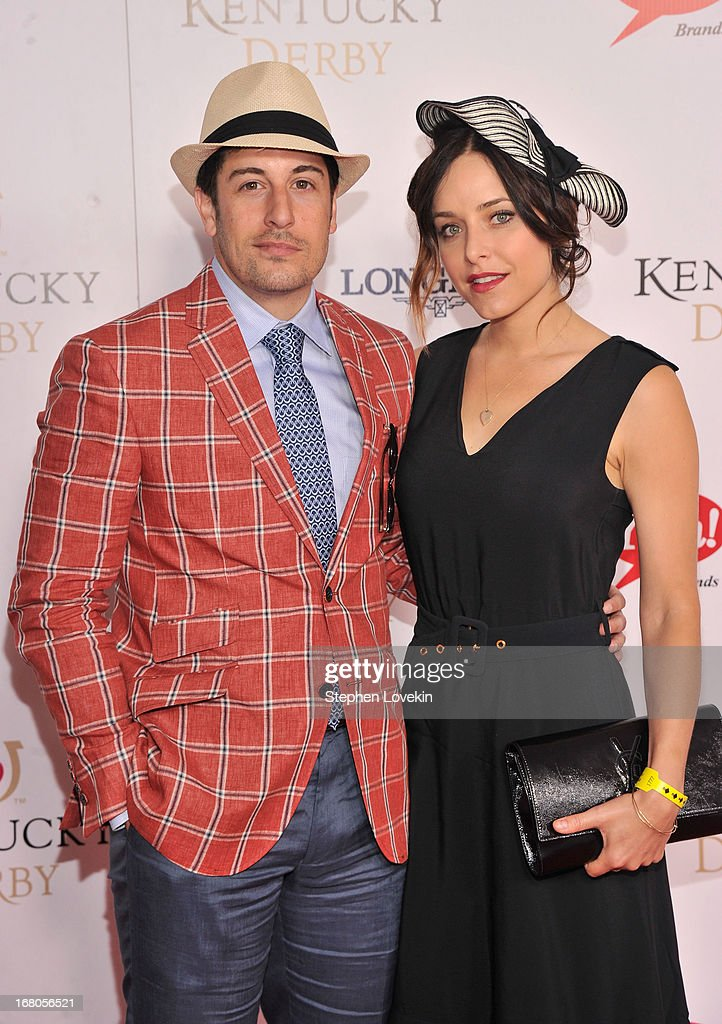 Jason Biggs and Jenny Mollen attend the 139th Kentucky Derby at Churchill Downs on May 4, 2013 in Louisville, Kentucky.