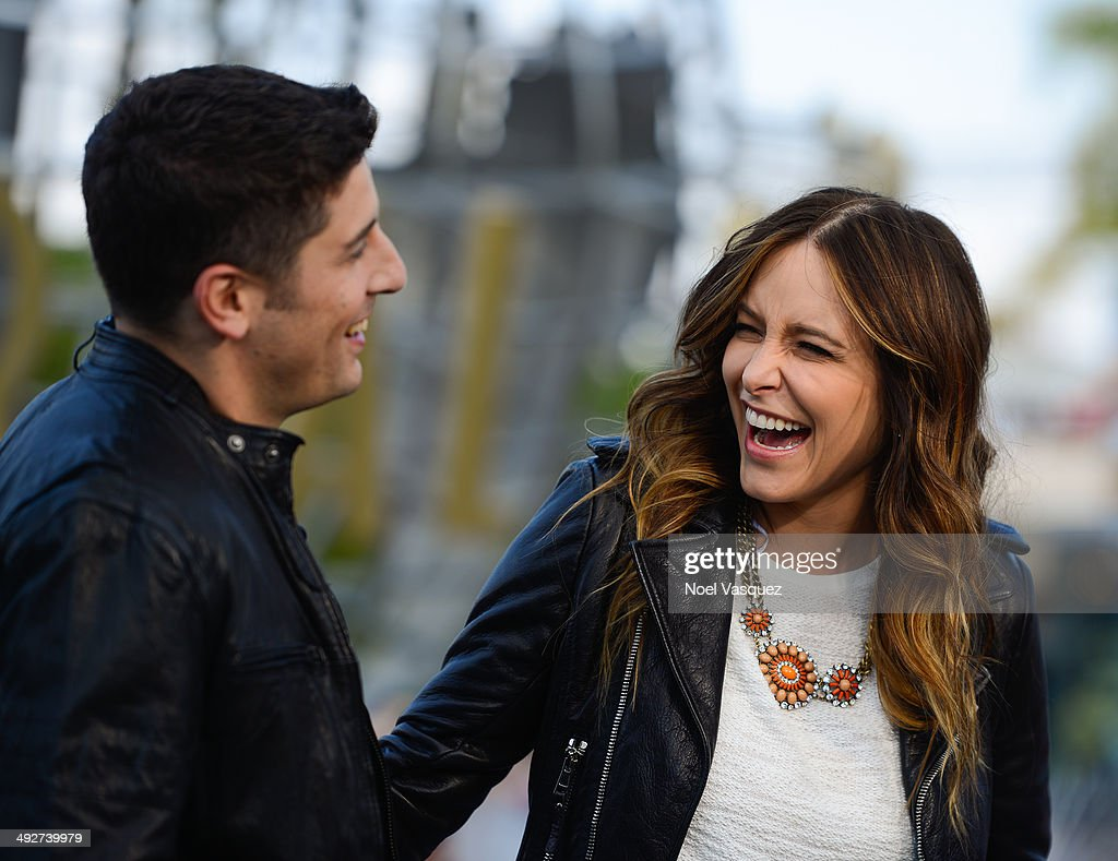 Jason Biggs (L) and Jenny Mollen visit 'Extra' at Universal Studios Hollywood on May 21, 2014 in Universal City, California.