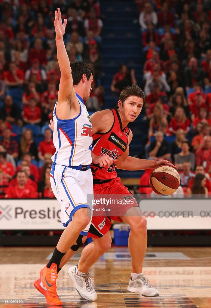Jason Cadee of the 36ers presses up on <a gi-track='captionPersonalityLinkClicked' href=/galleries/search?phrase=Damian+Martin+-+Basketball+Player&family=editorial&specificpeople=13687064 ng-click='$event.stopPropagation()'>Damian Martin</a> of the Wildcats during the round one NBL match between the Perth Wildcats and the Adelaide 36ers at Perth Arena in October 11, 2013 in Perth, Australia.