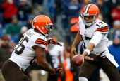 Jason Campbell hands the ball off to Willis McGahee of the Cleveland Browns in the first quarter against the New England Patriots during the game at...