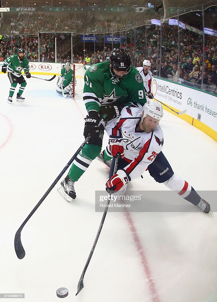 <a gi-track='captionPersonalityLinkClicked' href=/galleries/search?phrase=Jason+Chimera&family=editorial&specificpeople=211264 ng-click='$event.stopPropagation()'>Jason Chimera</a> #25 of the Washington Capitals skates the puck against <a gi-track='captionPersonalityLinkClicked' href=/galleries/search?phrase=Tyler+Seguin&family=editorial&specificpeople=6698848 ng-click='$event.stopPropagation()'>Tyler Seguin</a> #91 of the Dallas Stars in the second period at American Airlines Center on February 13, 2016 in Dallas, Texas.