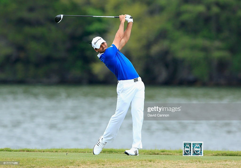 Jason Day of Australia hits his tee shot on the 14th hole during his semifinal match with Rory McIlroy at the World Golf ChampionshipsDell Match Play...