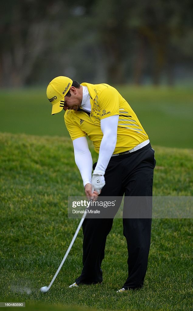 <a gi-track='captionPersonalityLinkClicked' href=/galleries/search?phrase=Jason+Day+-+Golfista&family=editorial&specificpeople=4534484 ng-click='$event.stopPropagation()'>Jason Day</a> of Australia hits off the rough during the First Round at the Farmers Insurance Open at Torrey Pines Golf Course on January 24, 2013 in La Jolla, California.
