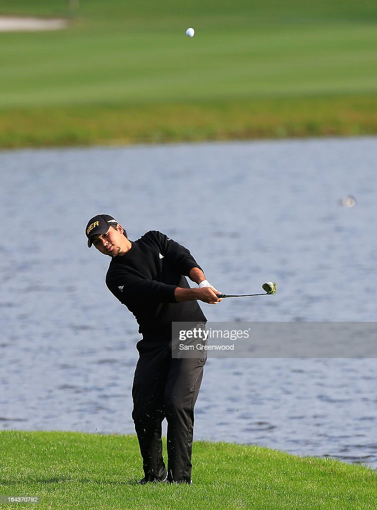 <a gi-track='captionPersonalityLinkClicked' href=/galleries/search?phrase=Jason+Day+-+Jugador+de+golf&family=editorial&specificpeople=4534484 ng-click='$event.stopPropagation()'>Jason Day</a> of Australia plays a shot on the 6th hole during the second round of the Arnold Palmer Invitational presented by MasterCard at the Bay Hill Club and Lodge on March 22, 2013 in Orlando, Florida.